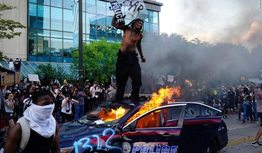 Идиотизм по-американски: члены городского совета Миннеаполиса планируют распустить полицию