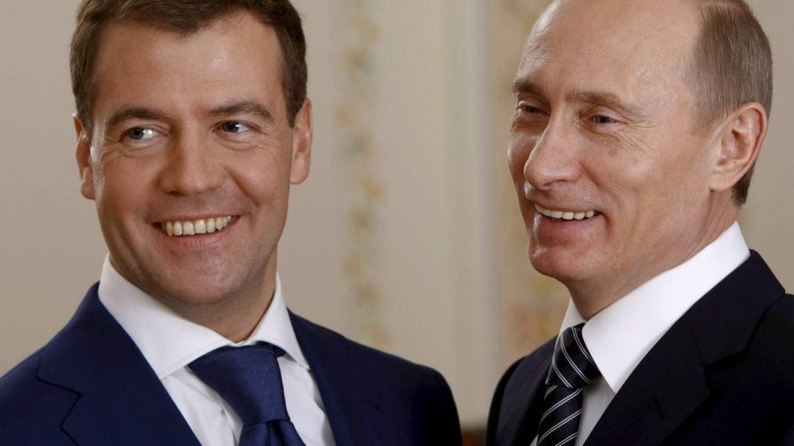 Путин в день рождения повысил зарплаты себе и Медведеву
