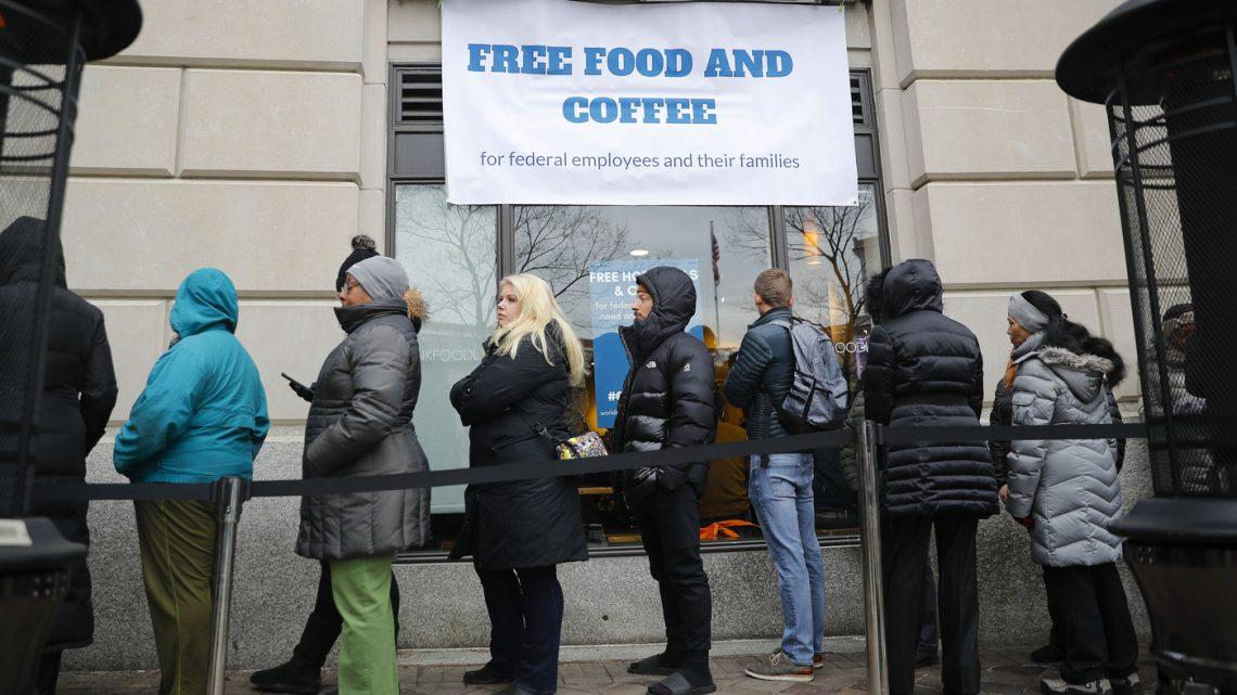 Число безработных в США выросло до 40 миллионов, а состояние сверхбогатых стремительно растет